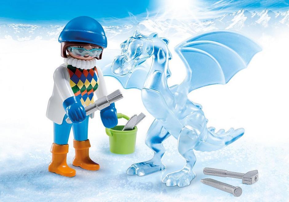 Künstlerin mit Eisskulptur