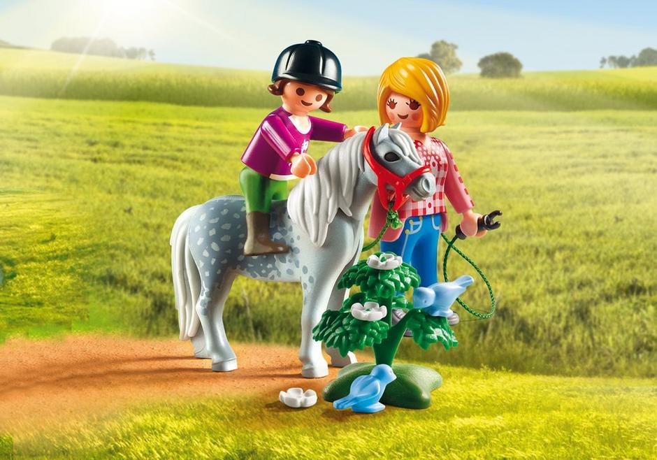 Spaziergang mit Pony