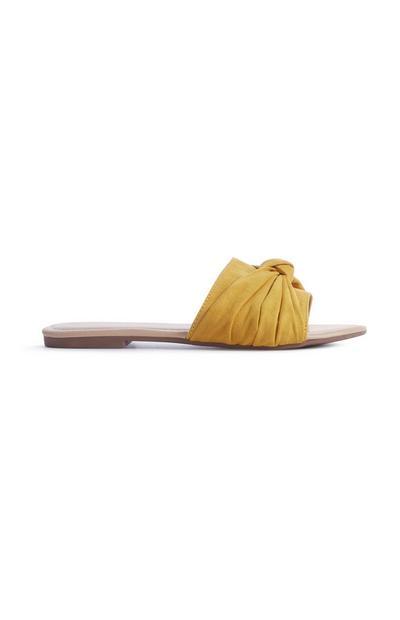 Gelbe Pantoletten mit Zierschleife