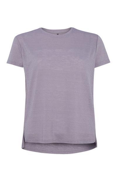 Lilafarbenes T-Shirt