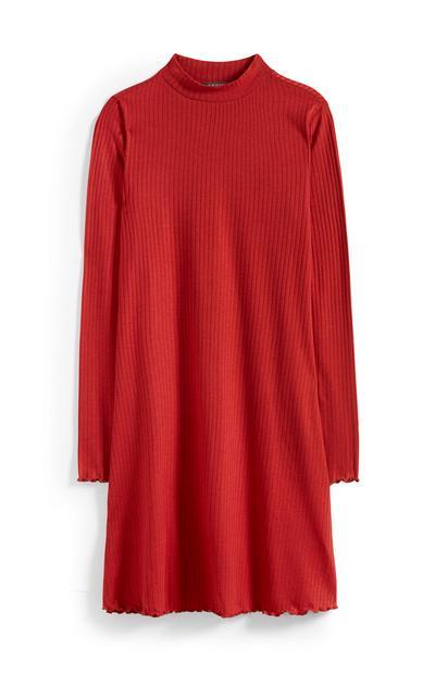 Rotes, schwingendes Kleid