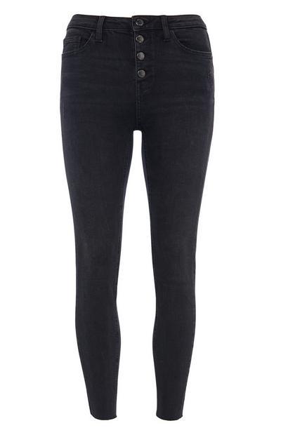Schwarze Jeans mit Knopfleiste