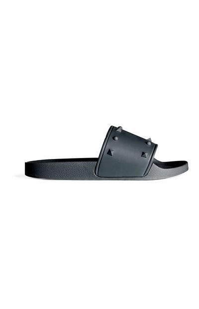 Schwarze Sandalen mit Ziernieten
