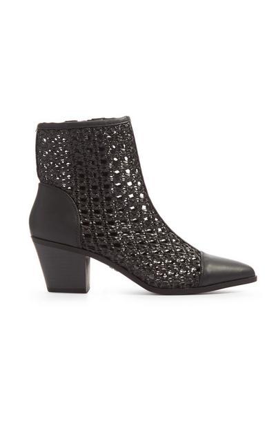 Schwarze Stiefel in Flechtoptik