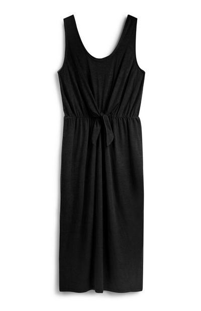 Schwarzes Kleid mit Bindegürtel