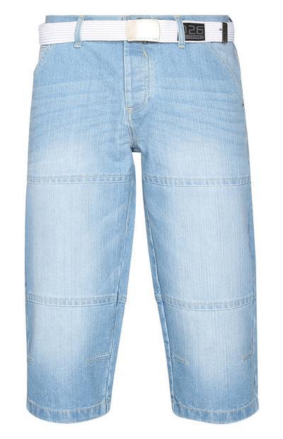 Helle Jeansshorts mit Gürtel