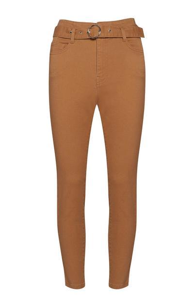 Braune Skinny Jeans mit Gürtel