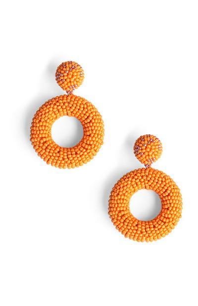 Ohrringe mit orangefarbenen Zierperlen