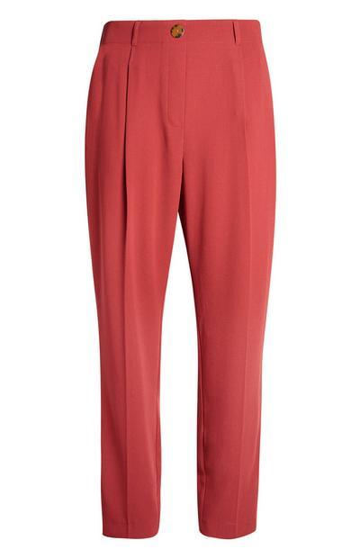 Rote Stoffhose mit konischem Bein