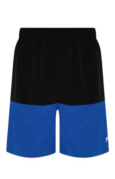 Blaue Shorts in Blockfarben