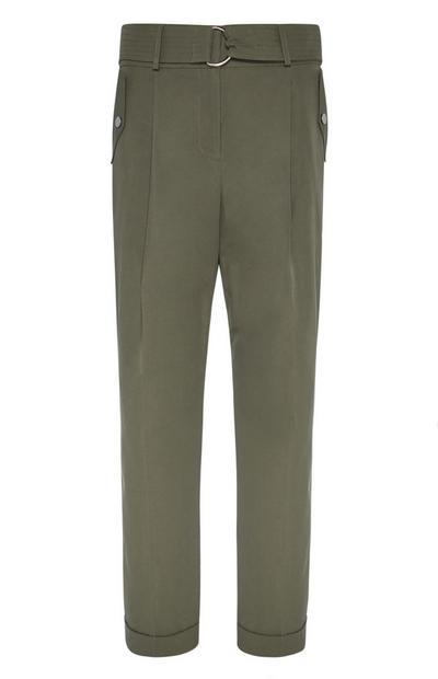 Khakifarbene Hose mit konischem Bein und Gürtel