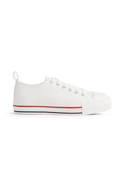 Weiße Sneaker mit dicker Sohle