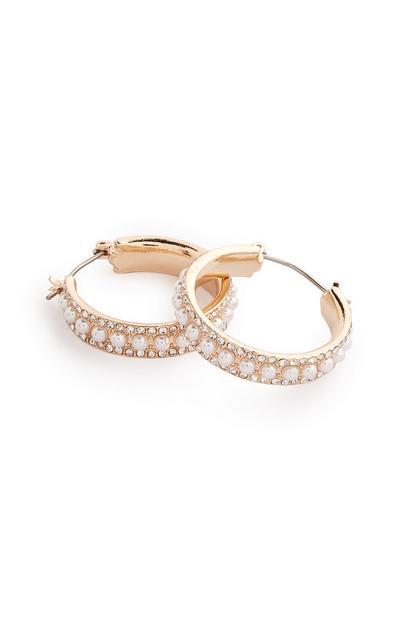 Creolen mit goldfarbenen Perlen