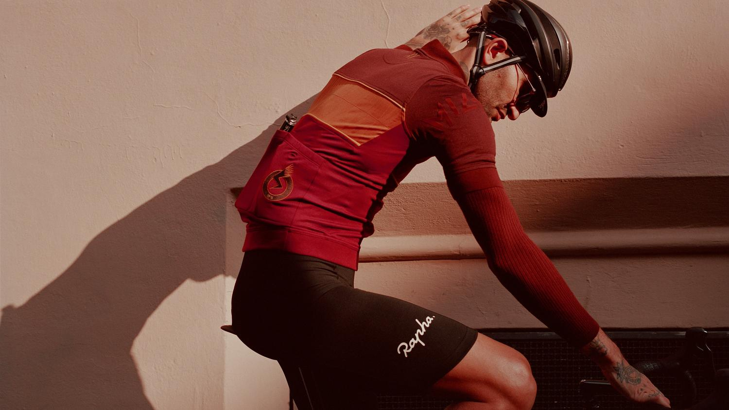 A forgotten race between iconic Italian cities. Two editions, twelve years apart, both won by the same rider: Milano-Roma. Rapha celebrates the best bike race you've never heard of with this luxurious special collection.