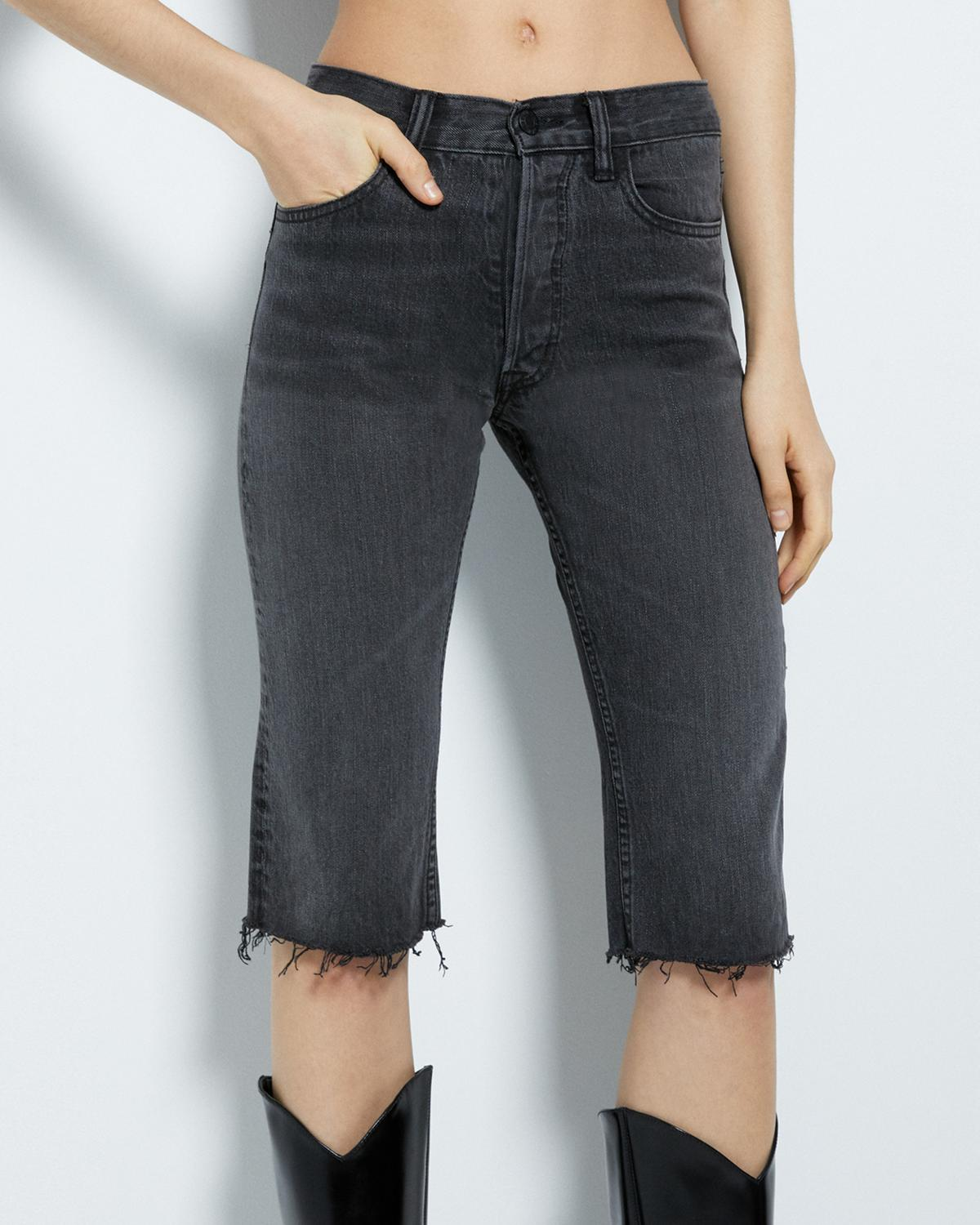 DENIM KNEE SHORT