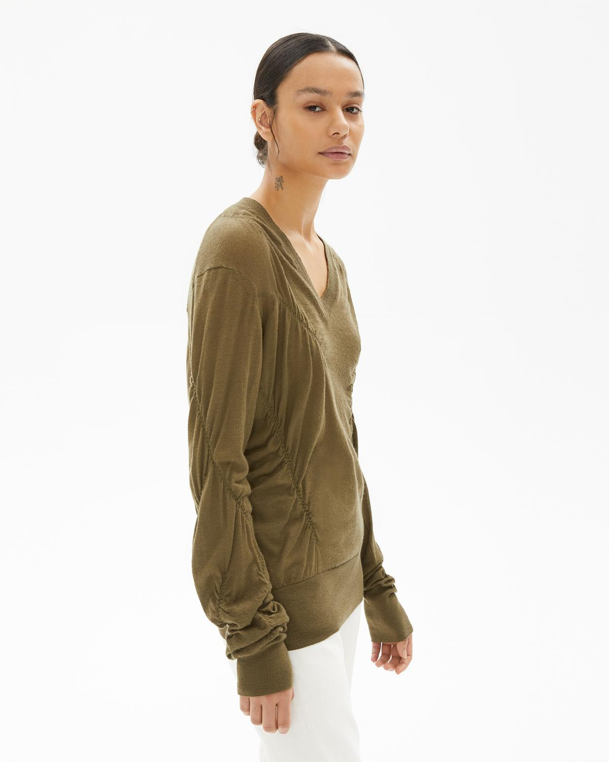 ELASTICATED CASHMERE V NECK