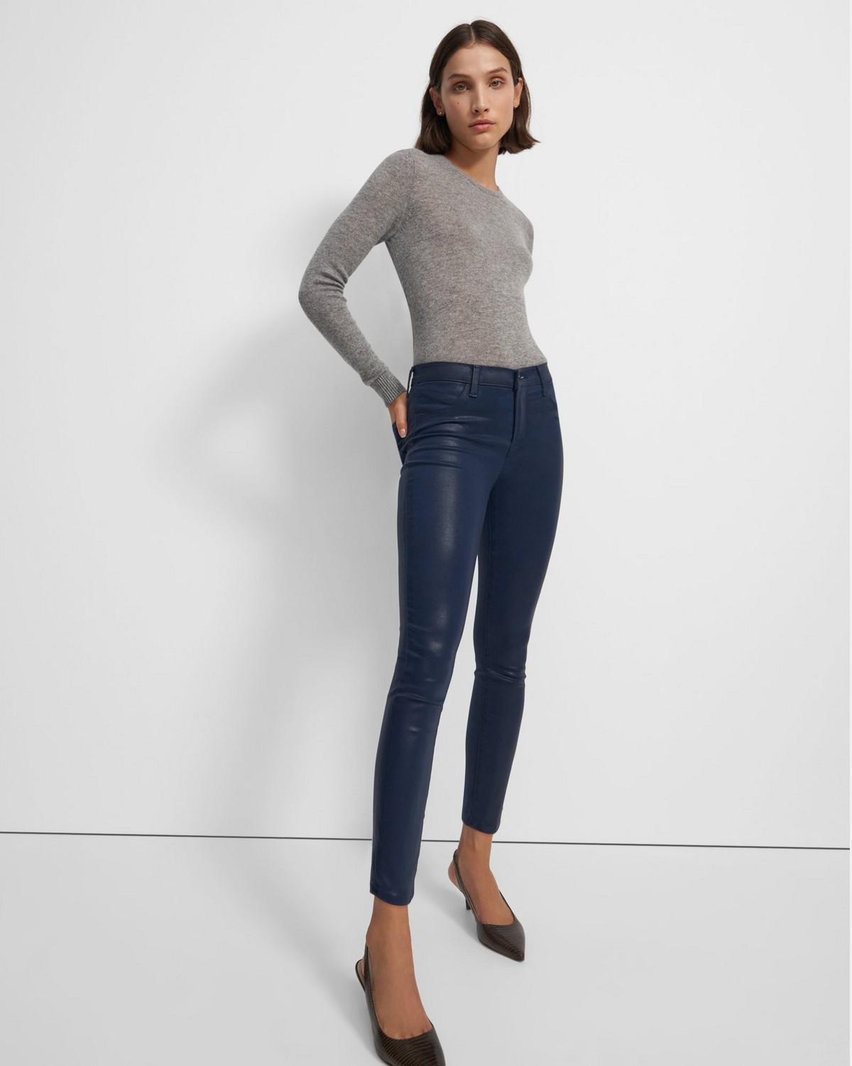 J Brand Alana High Rise Cropped Skinny Jean in Denim