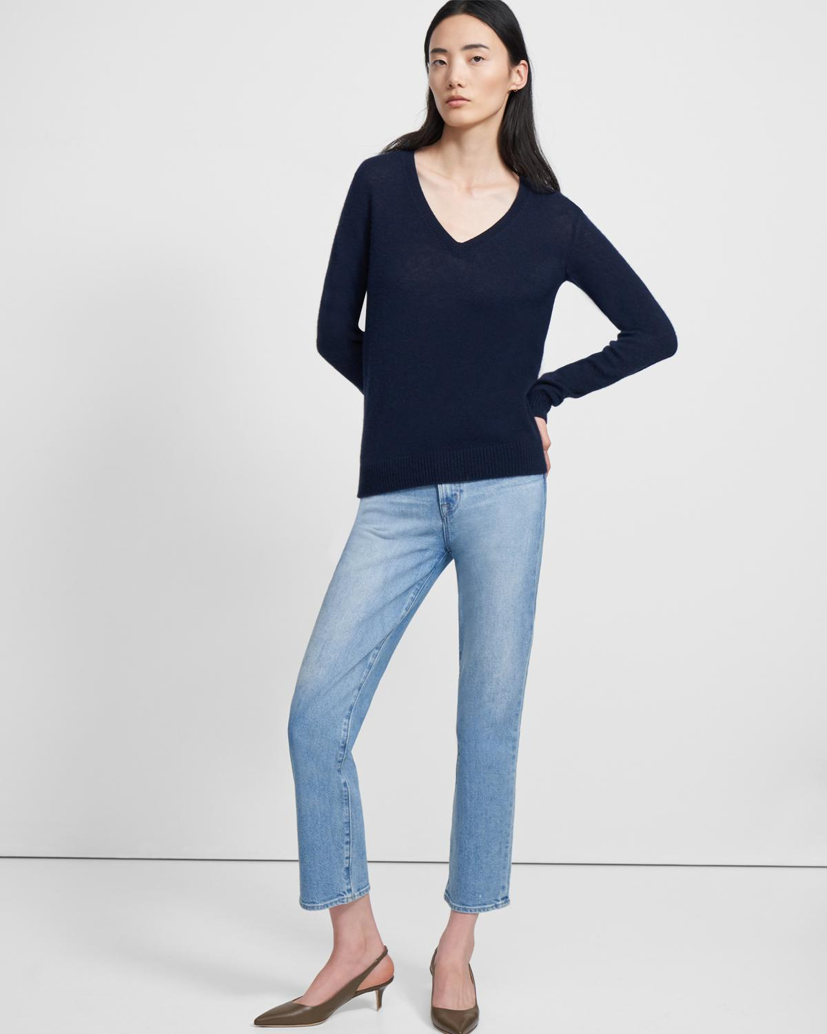 V-Neck Sweater in Feather Cashmere