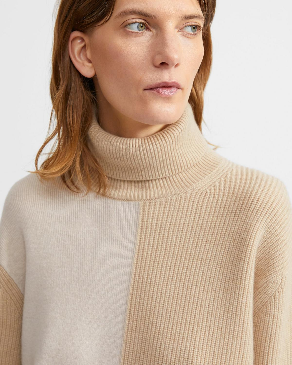 Turtleneck Sweater in Color Block Cashmere