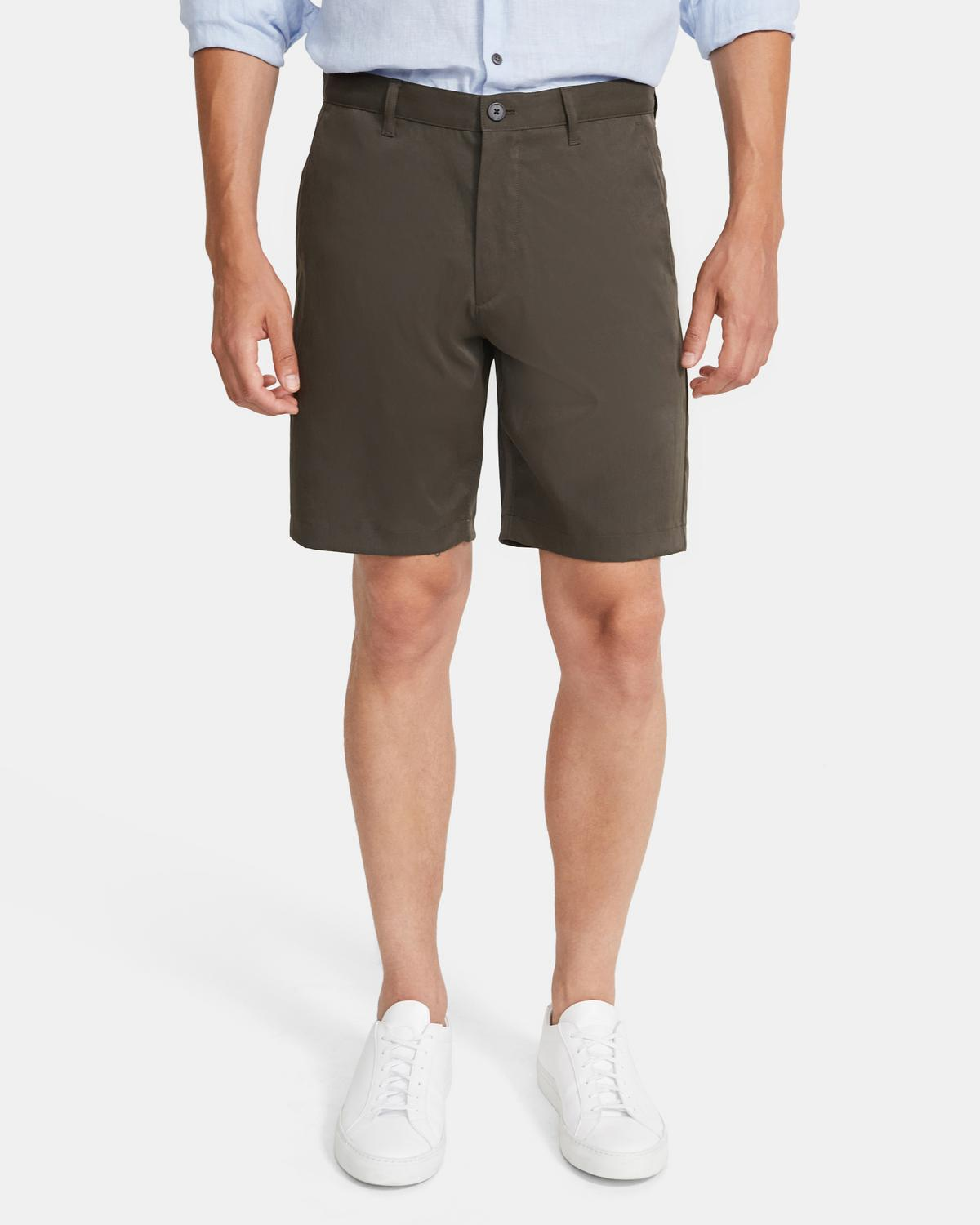 Classic-Fit Short in Tech Chino