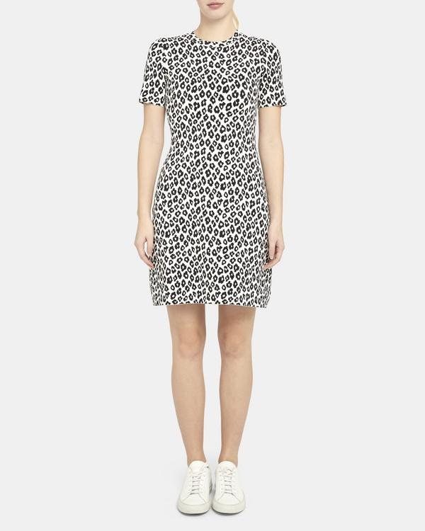 띠어리 티셔츠 원피스 Theory Tee Dress in Leopard Knit,IVORY/BLACK