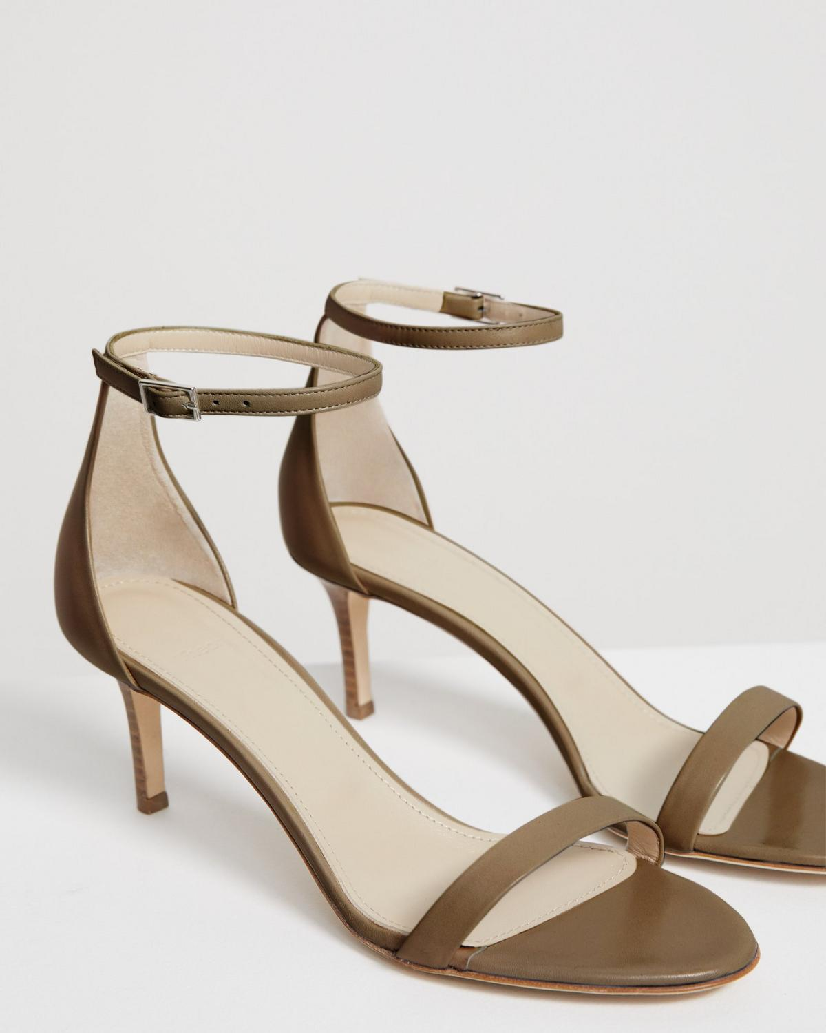 Strap Sandal in Leather
