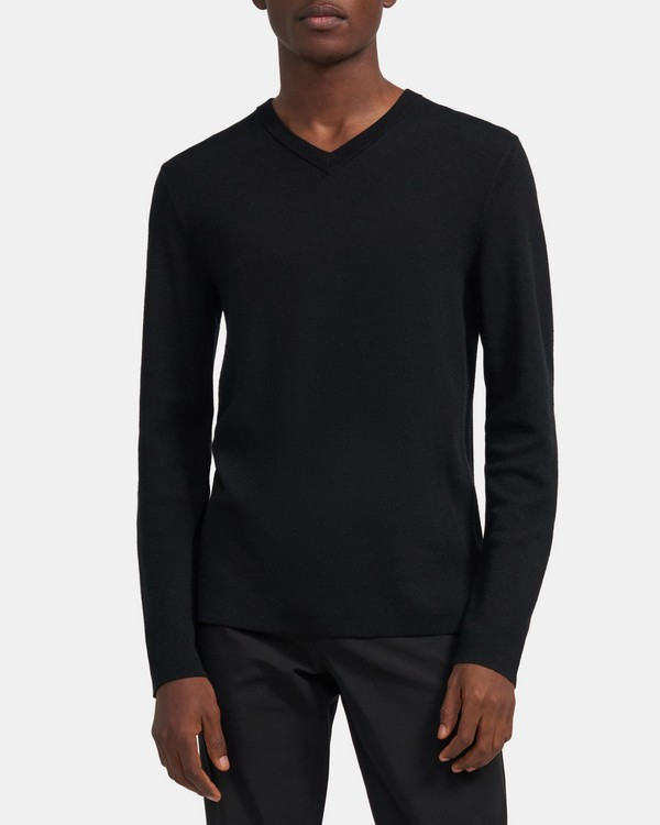 Detroe V-Neck Sweater in Ace Wool