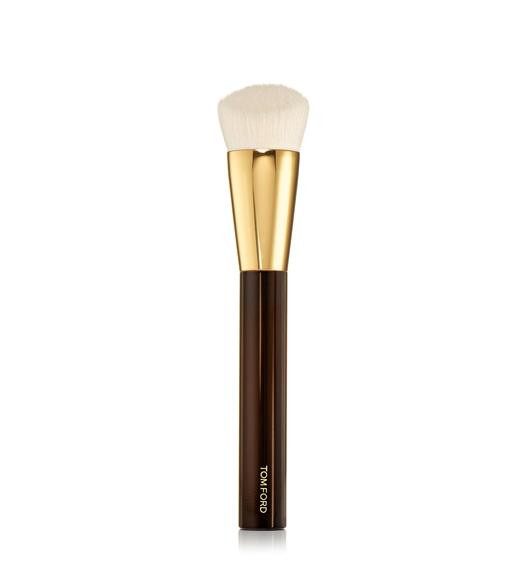 SHADE AND ILLUMINATE FOUNDATION BRUSH 2.5