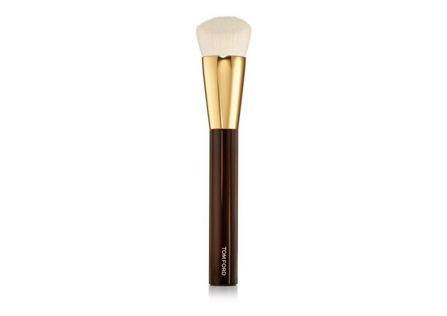 SHADE AND ILLUMINATE FOUNDATION BRUSH 2.5 A fullsize