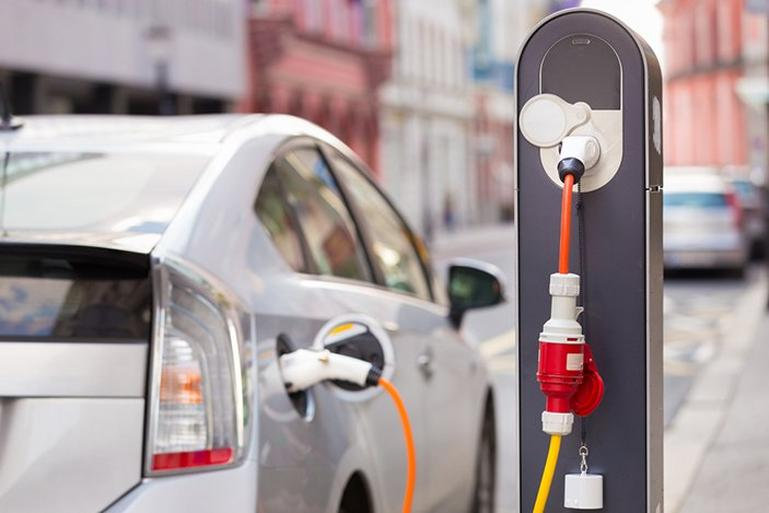 Image for Nov 2016   Electric vehicle training article