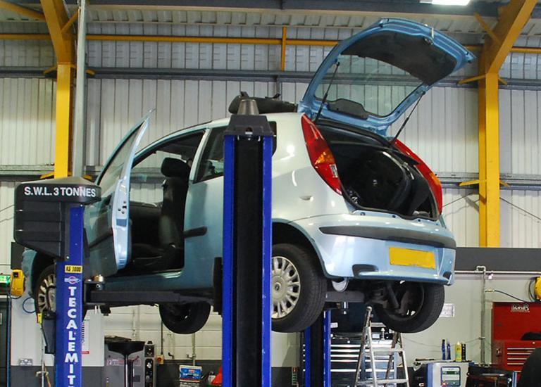 Fiat Service MOT Car Servicing Halfords Autocentres - Fiat service