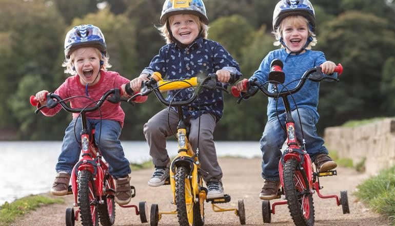 halfords advice centre finding the right size kids helmet. Black Bedroom Furniture Sets. Home Design Ideas