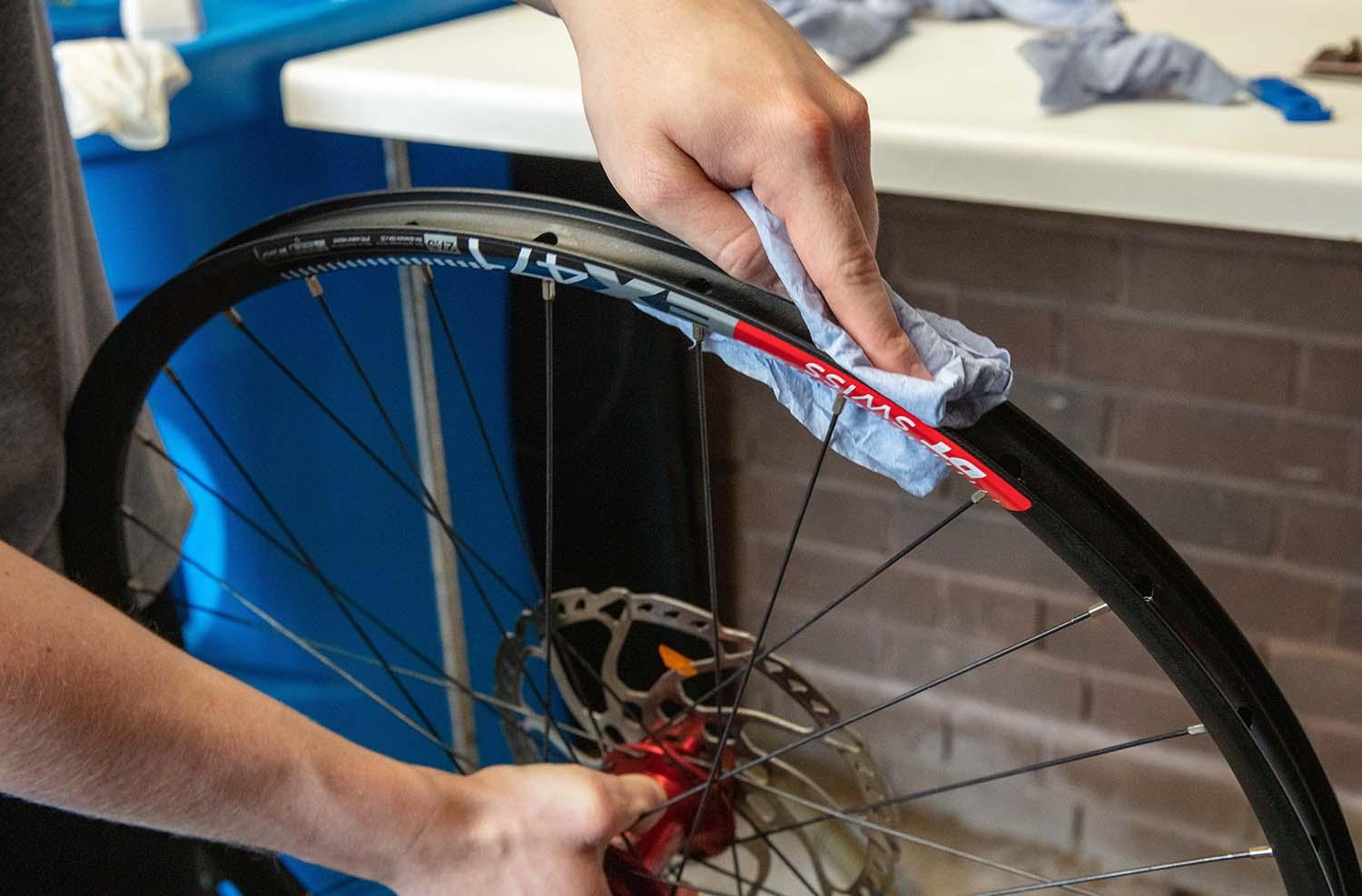 Cleaning a rim