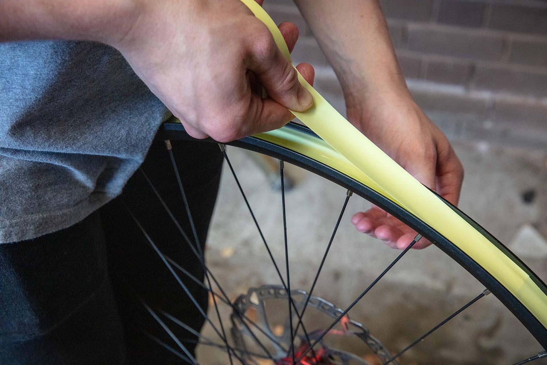 Overlapping rim tape