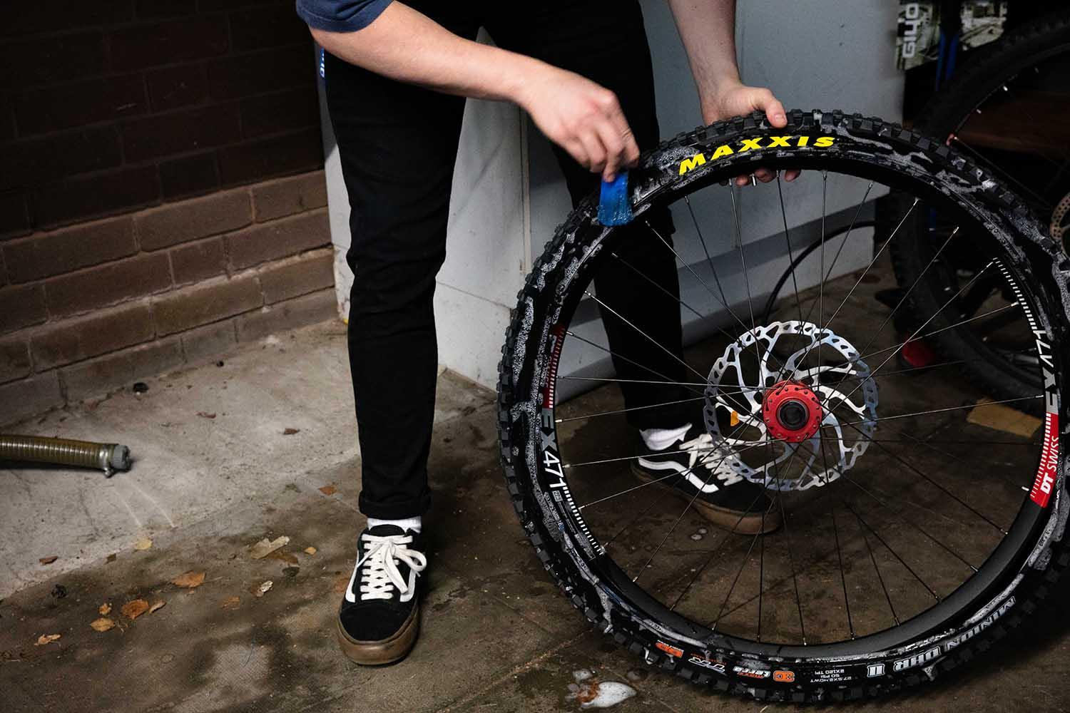 Soaping up a tubeless rim