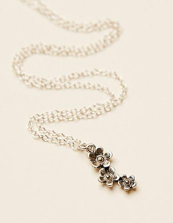 Three Row Flower Short Necklace