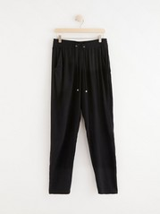 AVA Tapered Trousers in Viscose Black