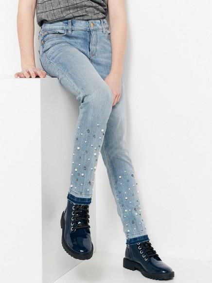 Úzké džíny ve zkrácené délce Modrá