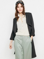 Pehmeä takki, jossa solmittava nauha Musta
