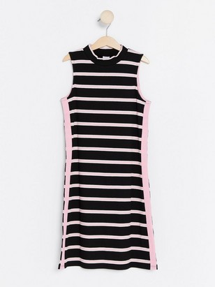 Stripet ribbestrikket kjole Svart