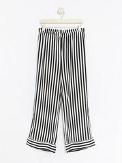 Pruhované pyžamové kalhoty Černá