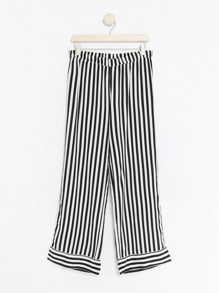 Stripet pyjamasbukse Svart