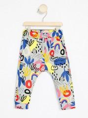 Vzorované kalhoty Šedivá