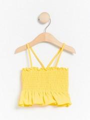 Keltainen bikiniyläosa, jossa rypytys Keltainen