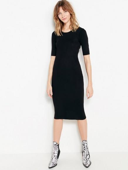 Žebrované černé šaty Černá