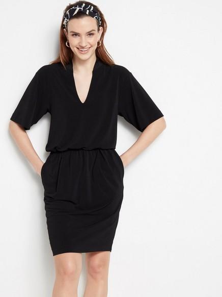Černé šaty skapsami Černá