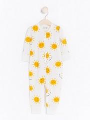 Pyjama, jossa aurinkoja Valkoinen