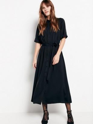 Musta mekko, jossa on solmittavat nauhat Musta