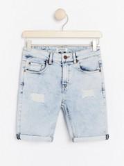 Narrow jeansshorts i ljusblå tvätt Blå