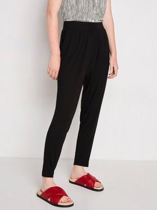 Černé zúžené kalhoty zviskózy Černá